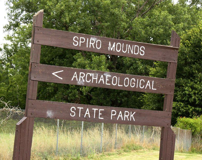 Spiro Mounds Sign