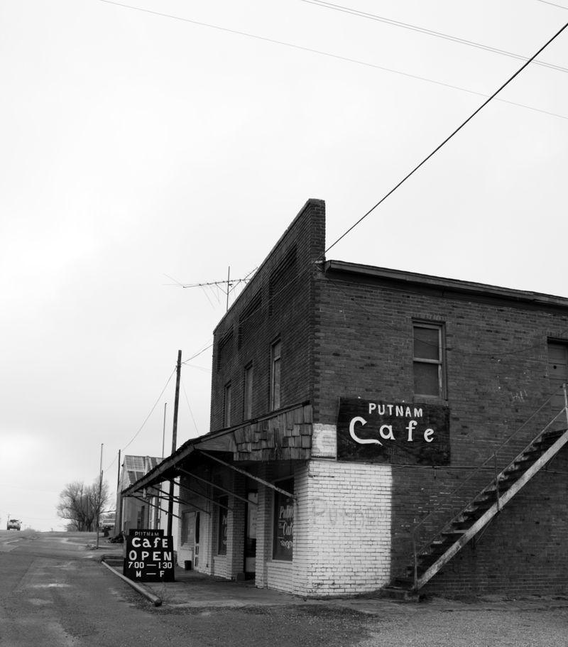 Putnam Cafe BW