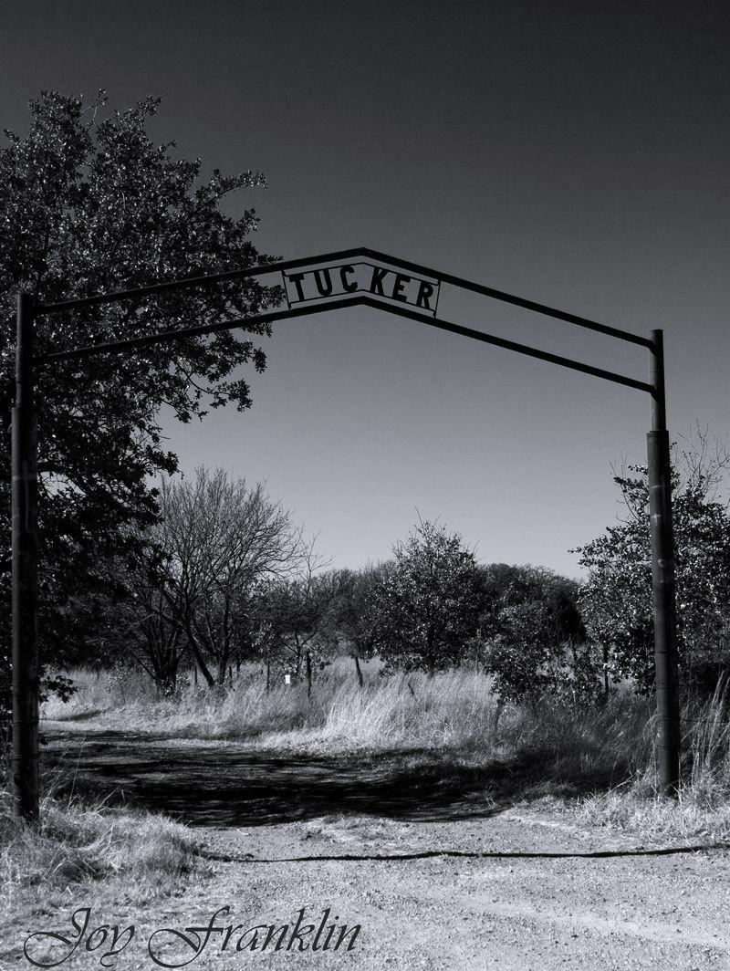 Tucker Cemetery near Duncan Sign