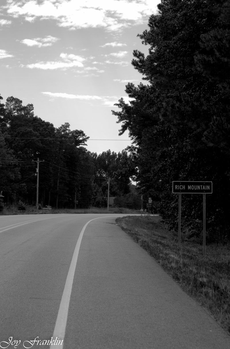 Rich Mtn Sign BW (1 of 1)