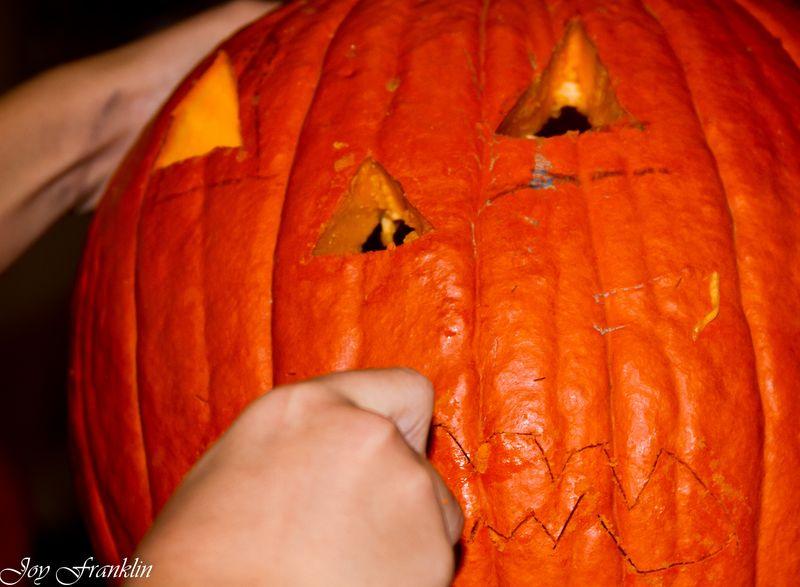20111026-Carving Pumpkins 063