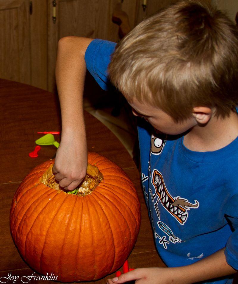 20111026-Carving Pumpkins 008
