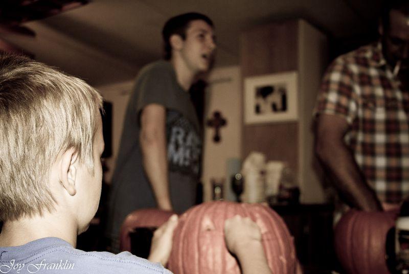 20111026-Carving Pumpkins 023
