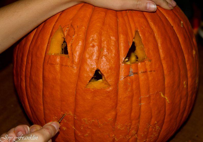 20111026-Carving Pumpkins 059