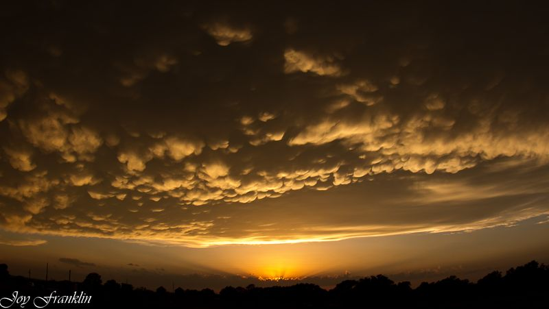 Sunset and bumpy clouds-0898