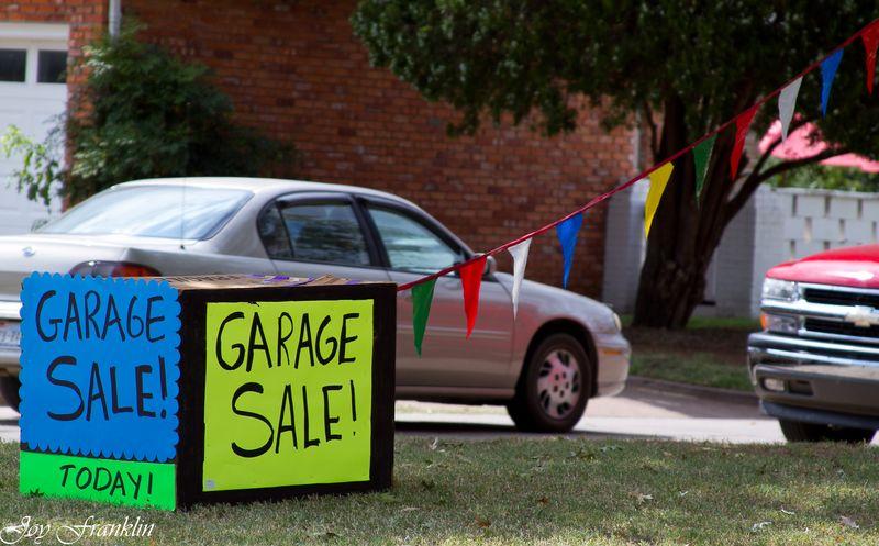 Garage Sale sign in duncan Oklahoma-4166