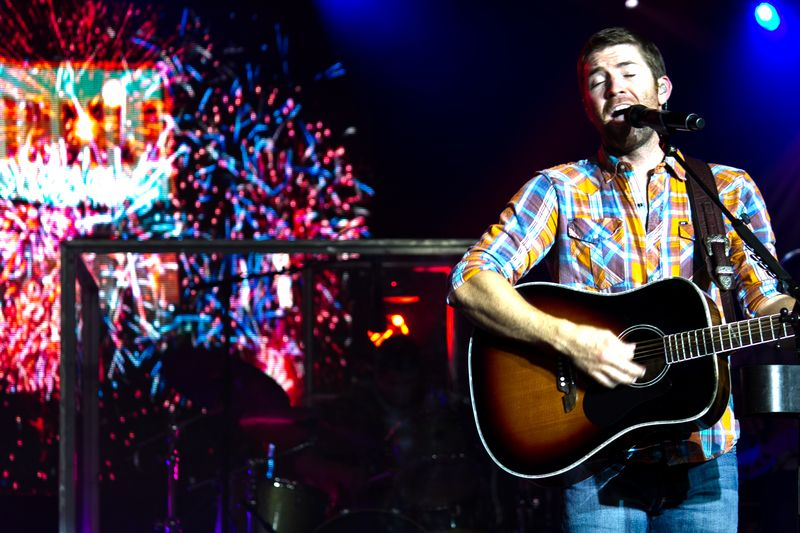 Josh Turner performinng firecracker-6099