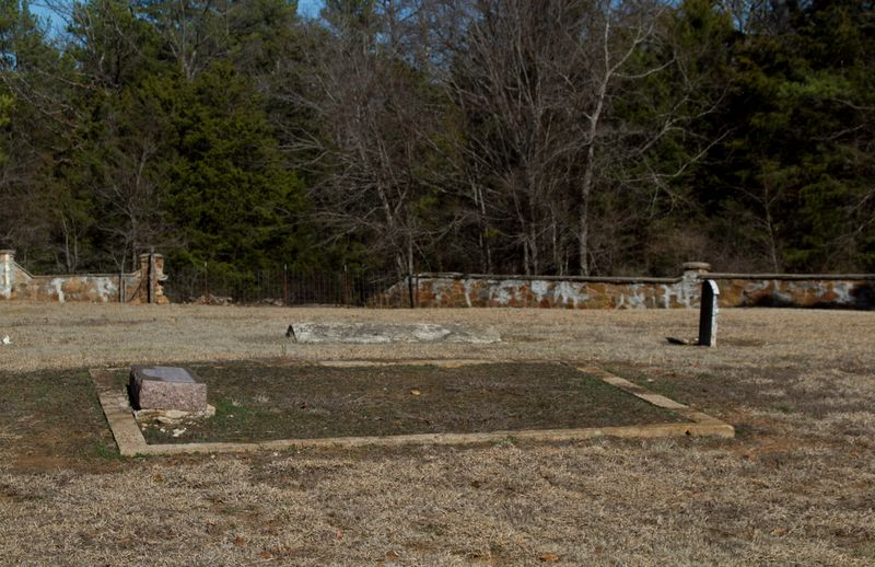 Unmarked graves at doaksville-7149