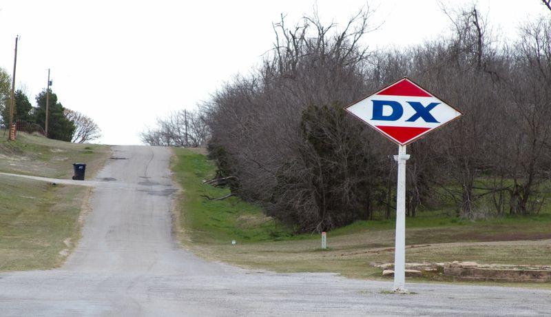 DX sign -8879