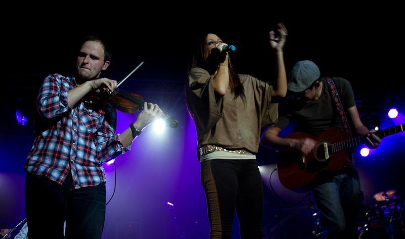 Sara Evans  with band in Tuskahoma-5969