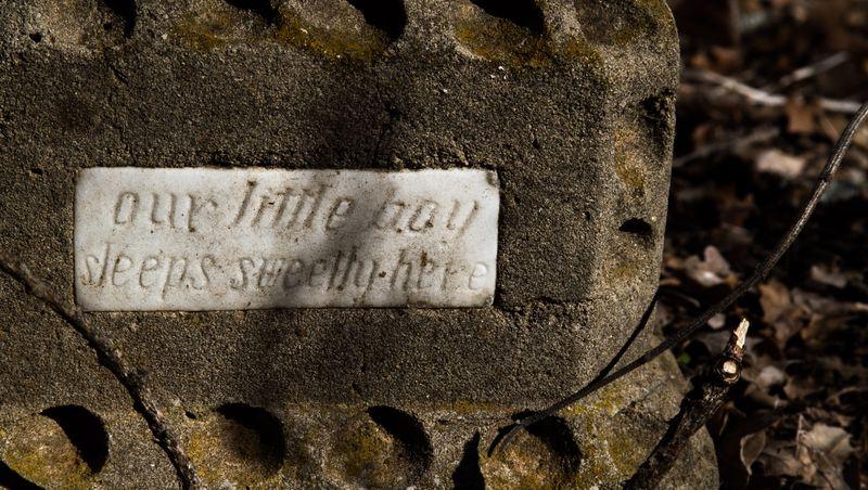 Old grave marker-7672
