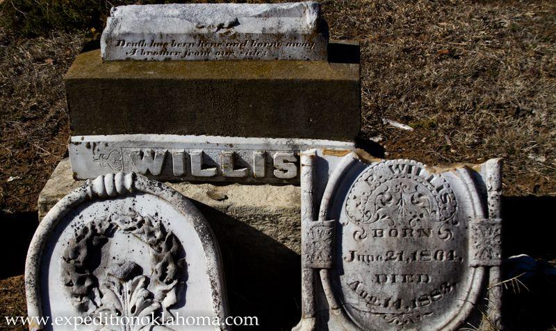 Broken Willis Grave old Doaksville Cemetery-7153