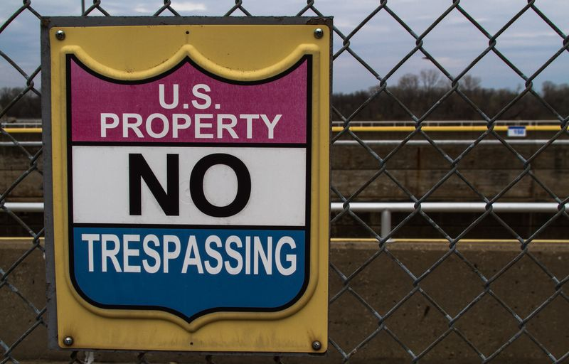U.S. Property No Trespassing-9447