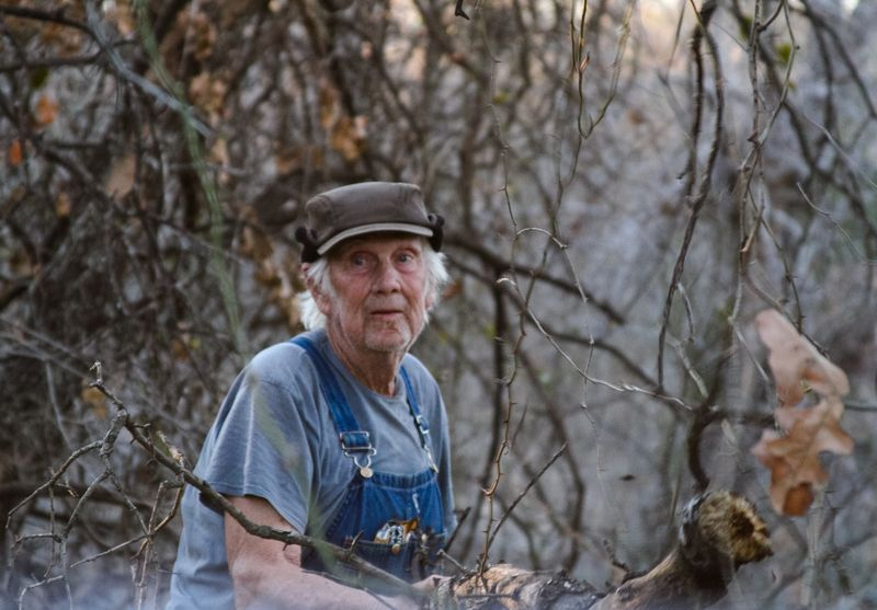 Daddy Clearing brush-6457