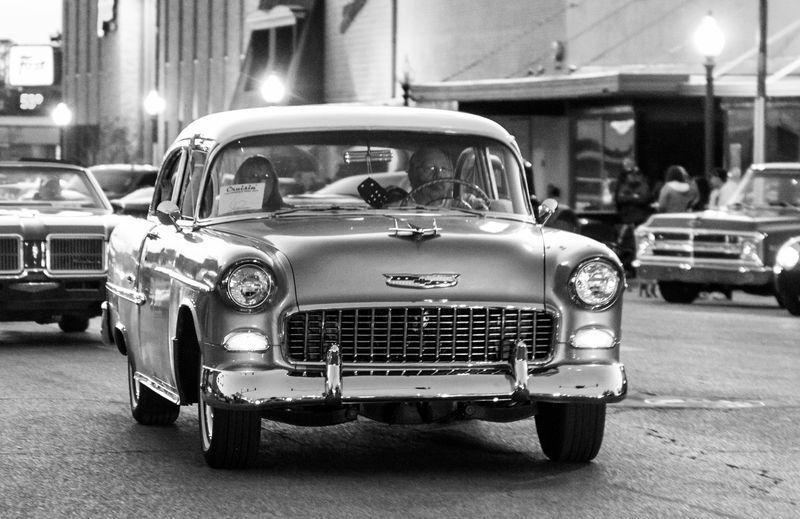 Cruisin' in Duncan Oklahoma in black and white-0634