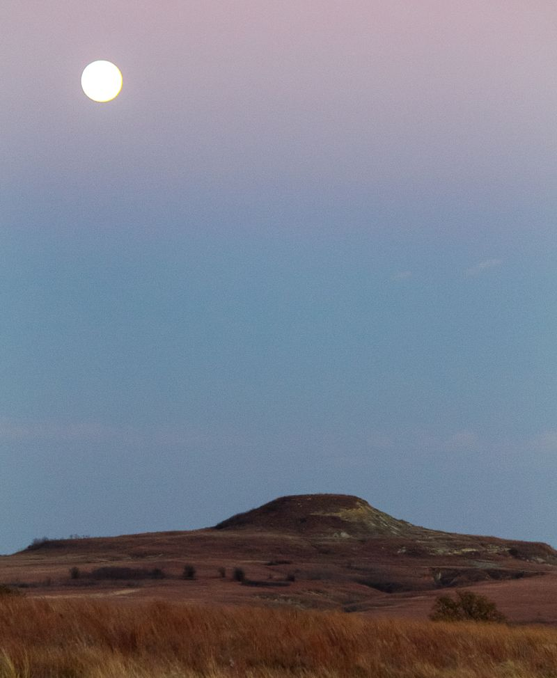 Hattop Mountain in the moon-6103