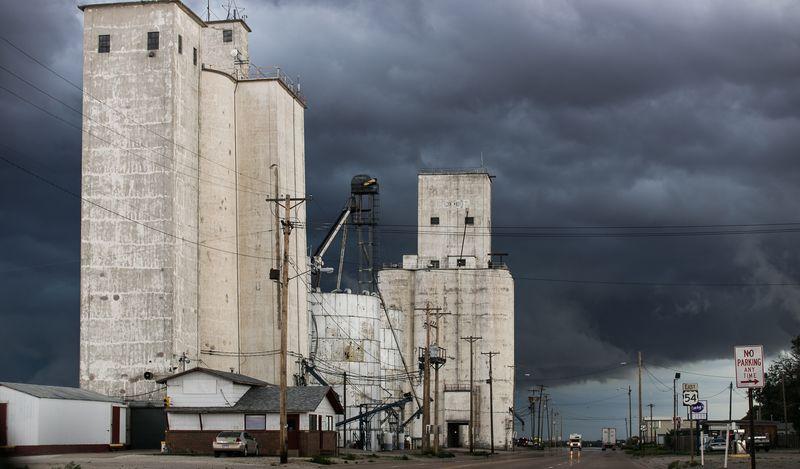 Near Dodge City-5813